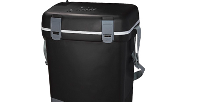 Bluetooth cooler box with tablet holder (30 cans)